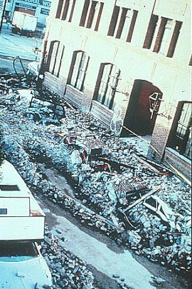 Fatal wall collapse at building at 6th and Townsend. (c) Google imatges
